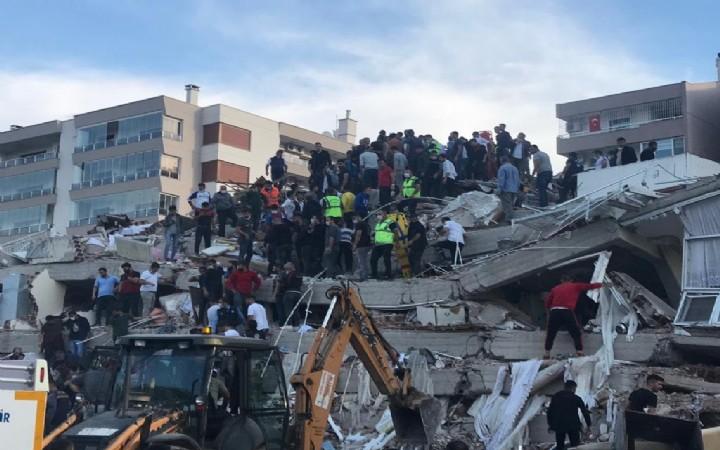 İzmir'de 6.6 büyüklüğünde deprem meydana geldi