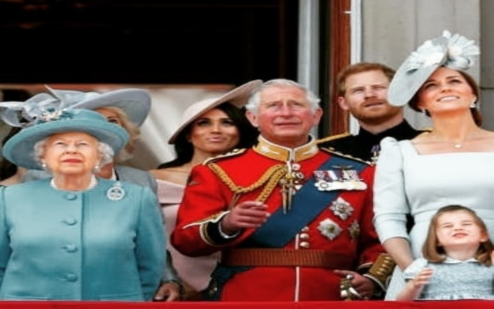 Kraliçe Harry Ve Meghan'a Cevap Veriyor Ve Onlara Sussex Duchess Demiyor!